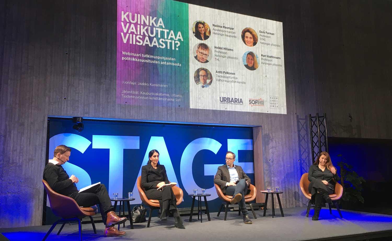 Jaakko Kuosmanen, Nasima Razmyar, Antti Pelkonen ja Mari Vaattovaara Tiedekulman lavalla